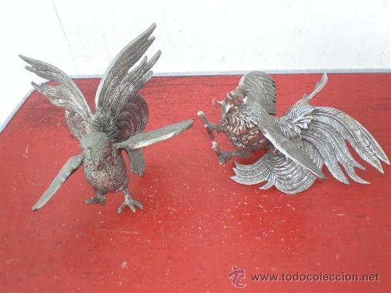 PAREJA DE GALLOS DE BRONCE (Antigüedades - Hogar y Decoración - Otros)