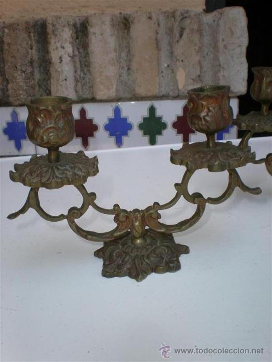 Antigüedades: pareja de candelabros de bronce antiguos - Foto 2 - 19532922