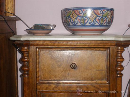 Antigüedades: MESILLA CON MARMOL BLANCO DE OREJAS - Foto 2 - 26040541