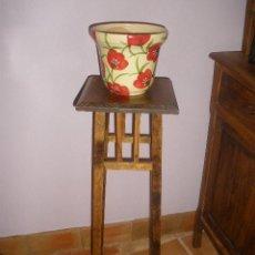 Antigüedades: MACETERO DE PINO BASE CUADRADA. Lote 26317437