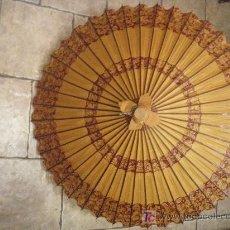 Antigüedades: SOMBRILLA ORIENTAL DE PAPEL DE LOS AÑOS 60. Lote 27346849