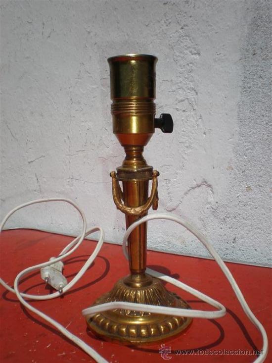 LAMPARA DE MESILLA DE BRONCE DORADO ESTILO INPERIO (Antigüedades - Iluminación - Lámparas Antiguas)
