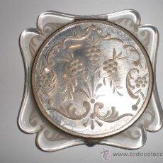 Antigüedades: ANTIGUA POLVERA. CON ESPEJO. METRAQUILATO.. Lote 26386292
