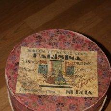 Antigüedades: SOMBRERERO. MUY BONITO Y ANTIGUO. SALON DE NOVEDADES PARISINA.SOMBREROS SEÑORAS Y NIÑAS. MURCIA. Lote 47643961