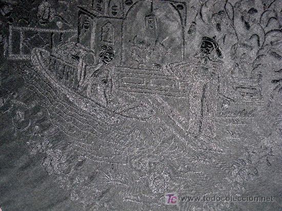 Antigüedades: MANTON DE SEDA ISABELINO NEGRO PROFUSAMENTE BORDADO A MANO EN NEGRO CON FLORES Y CHINOS - Foto 6 - 26803370