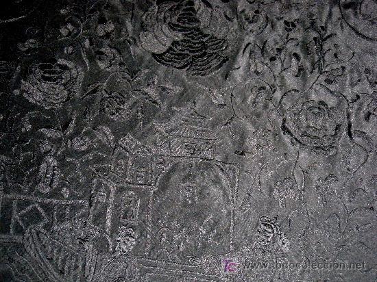 Antigüedades: MANTON DE SEDA ISABELINO NEGRO PROFUSAMENTE BORDADO A MANO EN NEGRO CON FLORES Y CHINOS - Foto 5 - 26803370