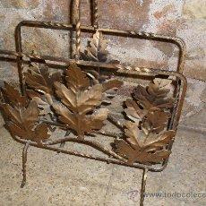Antigüedades: REVISTERO METAL DORADO. HOJAS DE ROBLE.. Lote 27486615