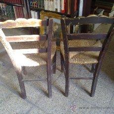 Antigüedades: DOS SILLAS DE ENEA ANTIGUAS. Lote 27424455