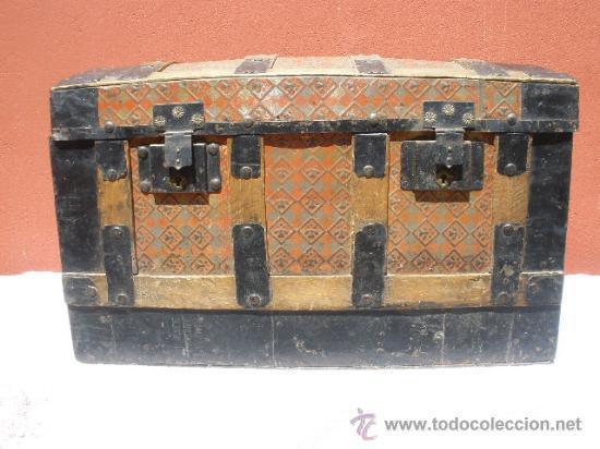 Baul de madera y chapa de color naranja y negro comprar - Restaurar baules antiguos ...
