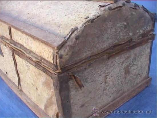 Antigüedades: BAUL PIEL VACA AJUAR MONJAS SANTA MARIA DE CASBAS SXIX - Foto 3 - 21156627