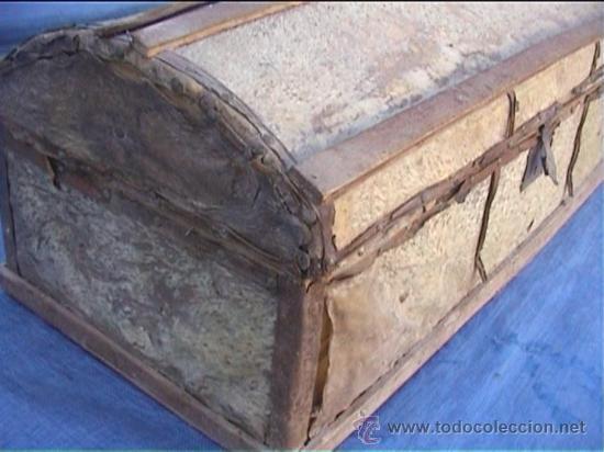 Antigüedades: BAUL PIEL VACA AJUAR MONJAS SANTA MARIA DE CASBAS SXIX - Foto 4 - 21156627
