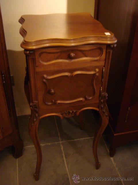 ANTIGUA MESILLA DE MADERA DE NOGAL EN DE RESTAURACION (Antigüedades - Muebles Antiguos - Revisteros Antiguos)