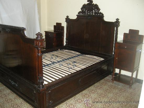 ESPECTACULAR CAMA DE MATRIMONIO DE ESTILO ALFONSINO. FINALES XIX. CAOBA MACIZA. (Antigüedades - Muebles Antiguos - Camas Antiguas)