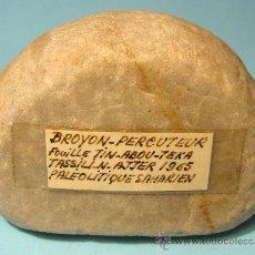 Antigüedades: PERCUTOR DE MORTERO DE UN MOLINO MANUAL. YACIMIENTO TASSILI N'AJJER. ARGELIA. PALEOLÍTICO.. Lote 26720757