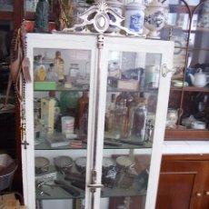 Antigüedades: ANTIGUA VITRINA DE MÉDICO EN HIERRO. Lote 48302991