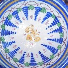 Antigüedades: PLATO PEQUEÑO EN CERAMICA DE TALAVERA, TOLEDO. DECORACIÓN COLA DE GALLO. S.XIX. SIN MARCAS.. Lote 26694013