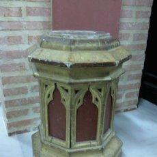 Antigüedades: ANTIGUA PEANA DORADA Y POLICROMADA.. Lote 27181151