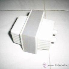 Antigüedades: TRANSFORMADOR DE CORRIENTE ANTIGUO 125V A 220V. Lote 60201107
