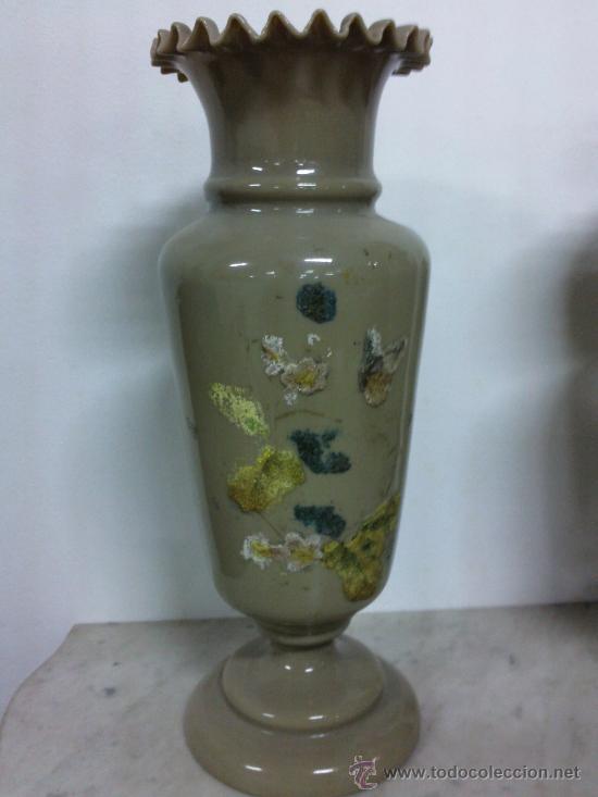 Antigüedades: Pareja de floreros en cristal de opalina soplado. - Foto 2 - 26271608