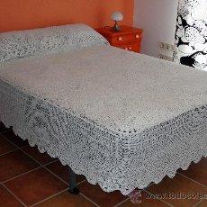 Antigüedades: COLCHA ANTIGUA DE GANCHILLO. Lote 26537974