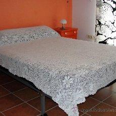 Antigüedades: COLCHA ANTIGUA DE GANCHILLO. Lote 26537975