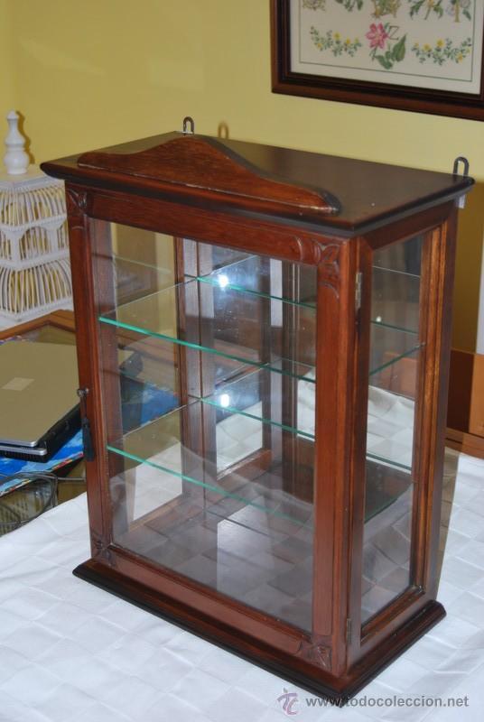 Peque a vitrina de madera para posar o colgar comprar - Vitrinas para colgar ...