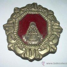 Antigüedades: ANTIGUO MARCO DE LATA CON IMAGEN RELIGIOSA PARTE POSTERIOR DE SEDA.. Lote 27489133
