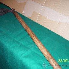 Antigüedades: RUSTICO, AZADA RARA Y MUY ANTIGUA. Lote 22214178