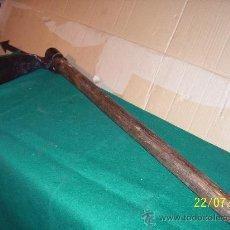 Antigüedades: RUSTICO, AZADA MUY LARGA Y ESTRECHA. Lote 22214706