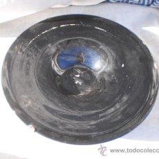 Antigüedades: PLATO DE CRISTAL MODERNISTA EN COLOR NEGRO SOPLADO. Lote 22215113