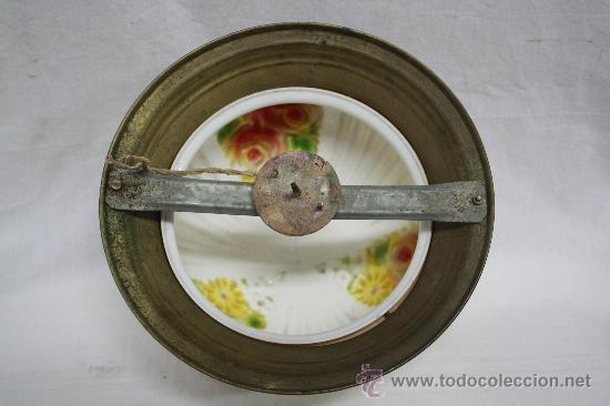Antigüedades: LÁMPARA PLAFÓN DE CRISTAL CON FLORES COLOREADAS EN EL INTERIOR. VER FOTOS. - Foto 3 - 26430223
