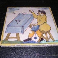 Antigüedades: AZULEJO CATALAN D'ARTS I OFICIS,SIGLO XVIII,NINGUNA RESTAURACION (ORIGINAL NO COPIA) 13,5X13,5 CM.. Lote 26361482