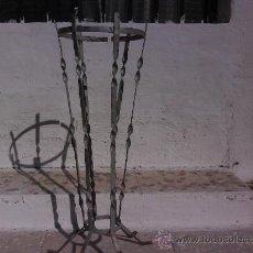 Antigüedades: ANTIGUO MACETERO DE HIERRO CON PATAS ( PARA RESTAURAR ) .. Lote 26565680