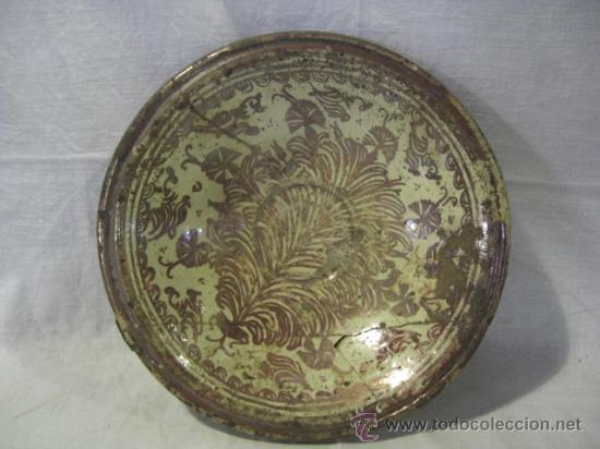 PLATO DE MANISES. SIGLO XVIII. REFLEJOS METÁLICOS. SERIE HELECHOS (Antigüedades - Porcelanas y Cerámicas - Manises)