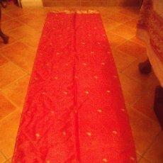 Antigüedades: PRECIOSO FULAR EN PRECIOSO COLOR ROSA Y ORO SEDA.. Lote 26775156