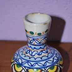 Antigüedades: PEQUEÑO JARRÓN - FLORERO - CERÁMICA DE TALAVERA. Lote 27297034