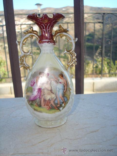 DELICADO JARRONCITO DE PORCELANA (Antigüedades - Porcelanas y Cerámicas - Otras)