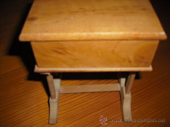 COFRECITO EN MADERA (Antigüedades - Muebles Antiguos - Revisteros Antiguos)