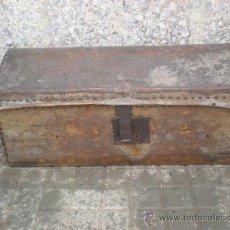 Antigüedades: ARCON DE MADERA Y PIEL ANTIGUO. Lote 23040098