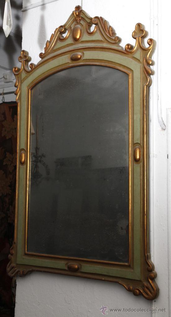 Antigüedades: Espejo isabelino de caoba pintado de verde y purpurina. 135 cm alto x 86 cm ancho. - Foto 2 - 24370848