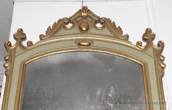 Antigüedades: Espejo isabelino de caoba pintado de verde y purpurina. 135 cm alto x 86 cm ancho. - Foto 3 - 24370848