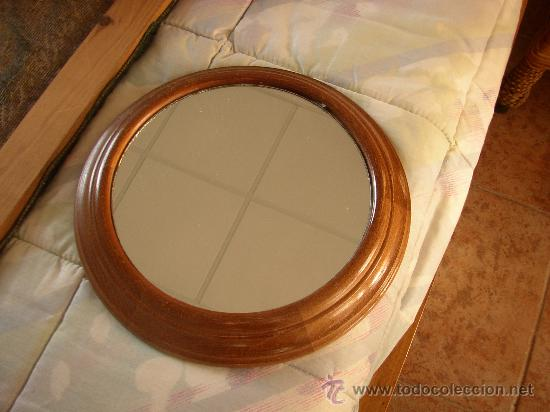 Espejo redondo con marco en madera de haya 28 vendido for Espejos redondos con marco de madera