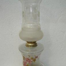 Antigüedades: LAMPARA DE MESA CRISTALES TALLADOS Y PINTADO. Lote 23231576