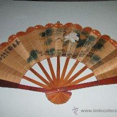 Antigüedades: ESPECTACULAR ABANICO DE MADERA, CON ESCENAS CHINESCAS. ANTIGUO.. Lote 26067077