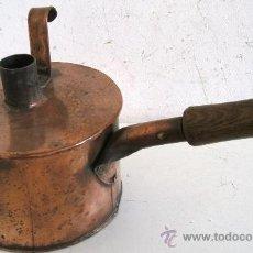 Antigüedades: RARO EMBUDO Y RECIPIENTE CON TAPA, DE COBRE CON MANGO DE MADERA (19CM APROX DE DIAMETRO). Lote 23316005