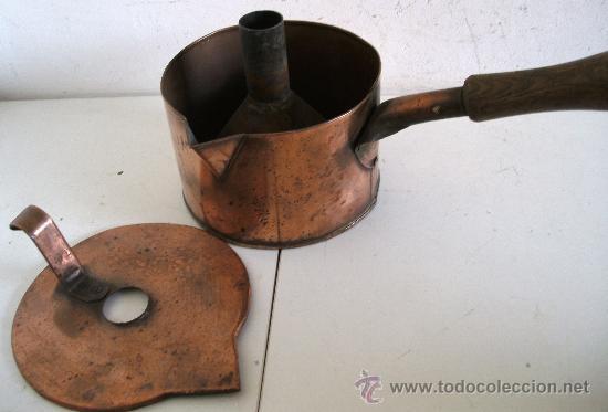 Antigüedades: raro embudo y recipiente con tapa, de cobre con mango de madera (19cm aprox de diametro) - Foto 2 - 23316005