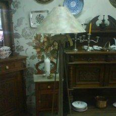 Antigüedades: LAMPARA DE PIE CON TULIPA. Lote 27432697