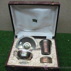 Antigüedades: ESTUCHE JUEGO VAJILLA TIPO PLATA. Lote 23398905