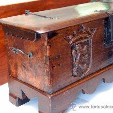 Antigüedades: ARCA CASTELLANA DE ENCINA, HAYA Y NOGAL ESPAÑOL SIGLO XVIII( RESTAURADA). Lote 27199738
