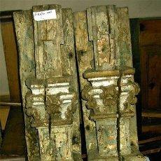 Antigüedades: COLUMNAS ANTIGUAS DE MADERA DE UNA PIEZA, TALLADAS Y POLICROMADAS. MEDIDA 111X18X16,5 CM. S. XVIII. Lote 25319392